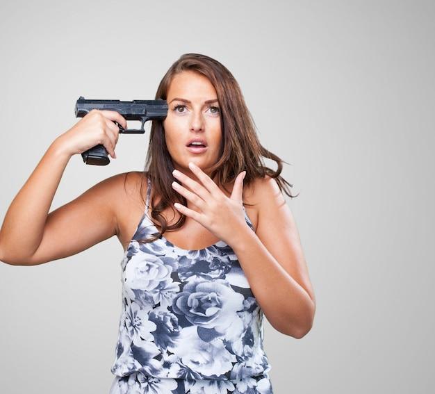 Femme qui tente de se suicider