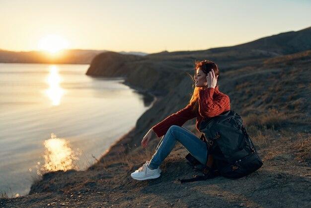 Femme randonneur sac à dos montagnes rocheuses voyage air frais