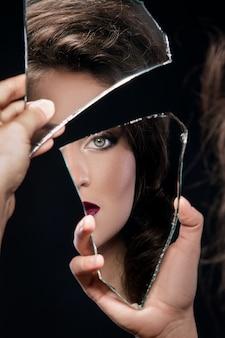 Femme, regarder, morceau, miroir
