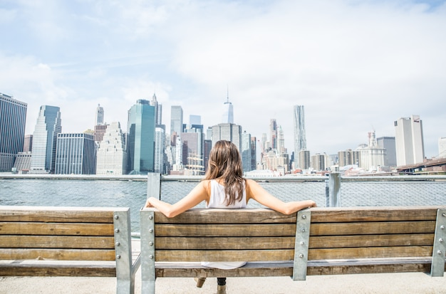 Femme, regarder, new york, horizon