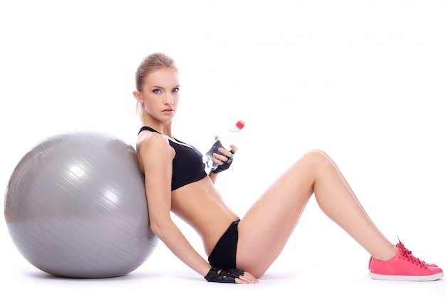 Femme relâche, après, séance entraînement fitness