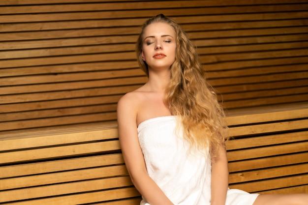 Femme relâche, dans, a, sauna