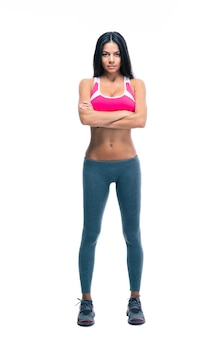 Femme de remise en forme debout avec les bras croisés
