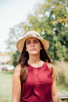 Femme de rêve jouissant de vacances seules