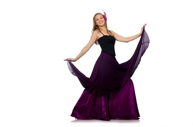 Femme en robe violette isolée