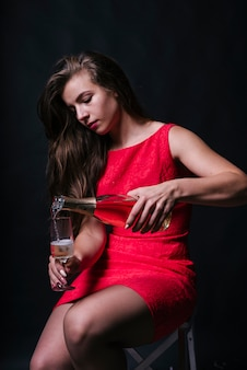 Femme, rose, champagne, verre