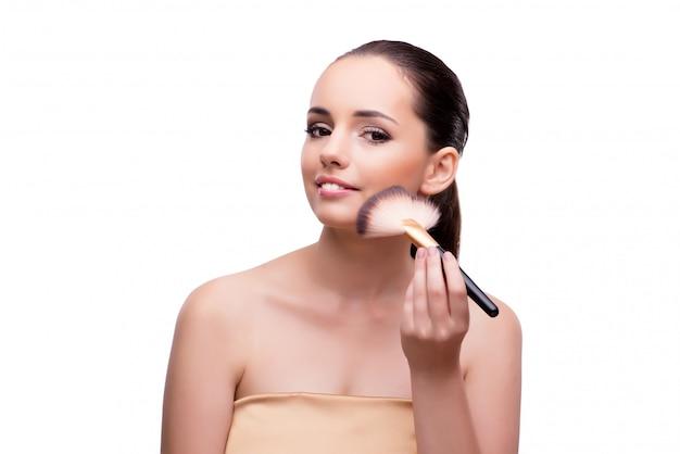 Femme se maquiller isolé sur blanc