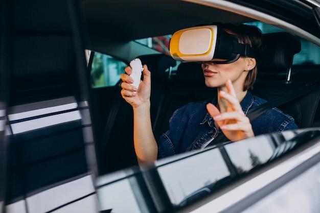 Femme, séance, intérieur, voiture, lunettes vr