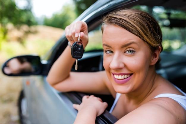 Femme, séance, voiture, clé