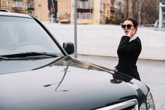 Femme de sécurité offrant un service de sécurité