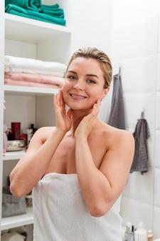 Femme, serviette, devant, vue