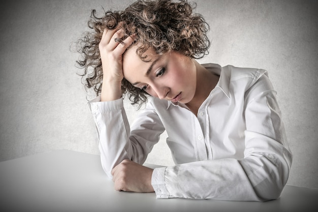 Femme solitaire déprimée