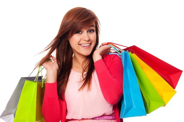 Femme souriante, tenue, sacs provisions