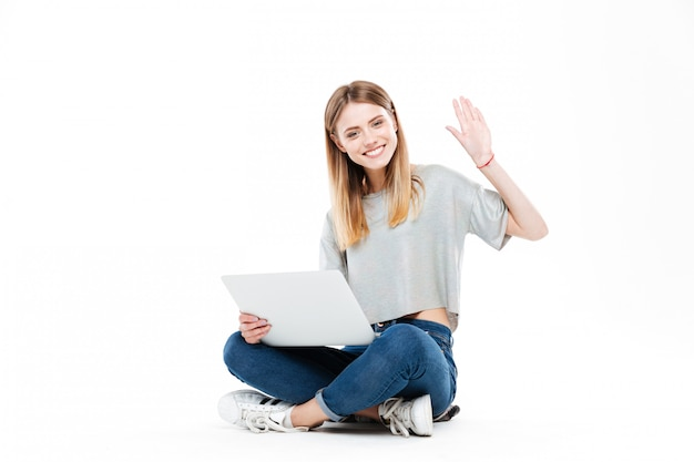 Femme souriante, utilisation, ordinateur portable