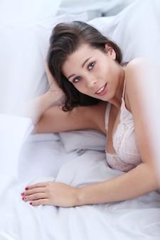 Femme en soutien-gorge