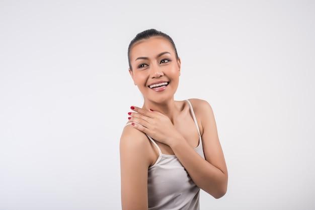 Femme spa beauté avec une peau parfaite