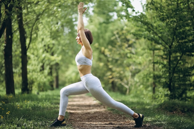 Femme sport étirement