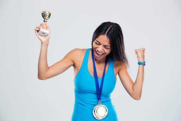 Femme sportive célébrant son succès