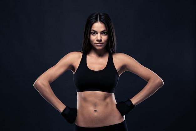 Femme sportive avec un corps parfait
