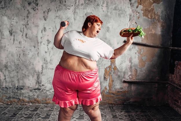 Femme en surpoids, lutte contre le concept de l'obésité