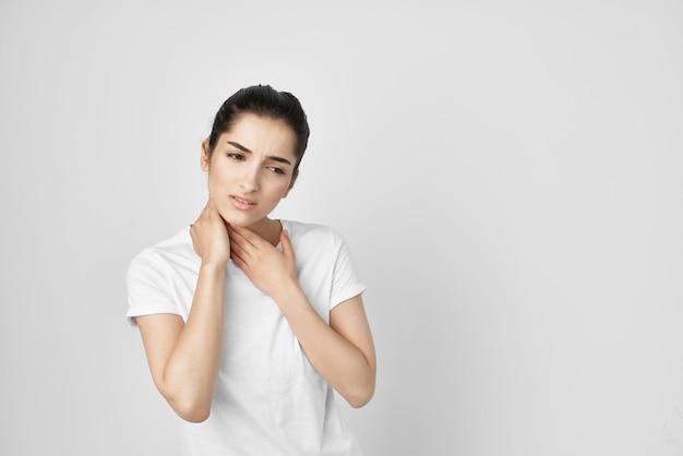 Femme syndrome douloureux inconfort problèmes de santé. photo de haute qualité