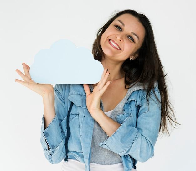 Femme tenir le métier de papier de stockage de nuage