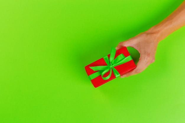 Femme, tenue, cadeau, couleur
