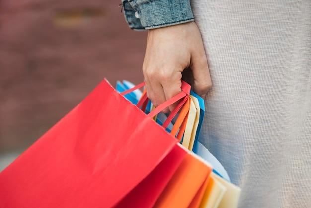 Femme, tenue, différent, achats, paquets