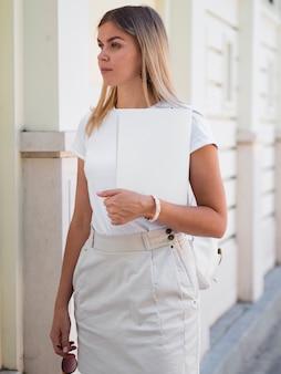 Femme, tenue, magazine maquette