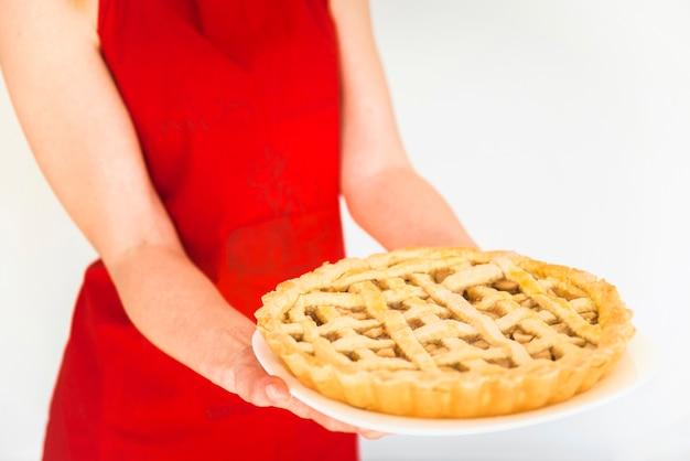 Femme, tenue, plaque, tarte pomme