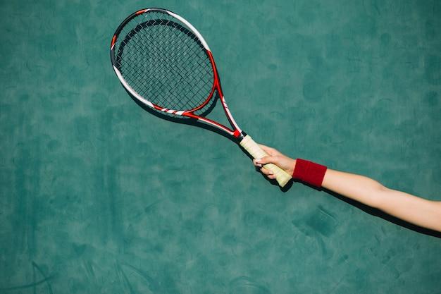 Femme, tenue, raquette tennis, main