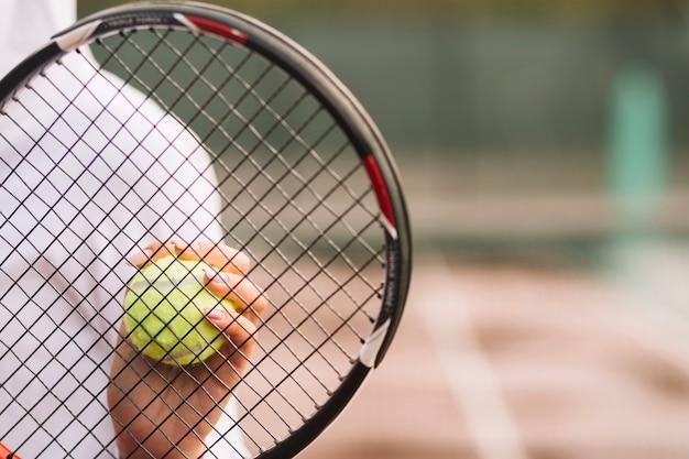 Femme, tenue, raquette tennis