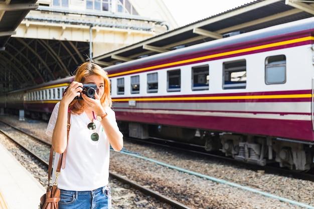 Femme, tir, caméra, dépôt