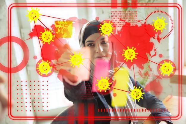 Femme utilisant la technologie moderne d'interface et l'effet de couche numérique comme information de coronavrus