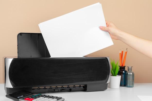 Femme, utilisation, imprimante, numérisation, impression, document