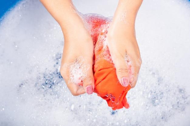 Femme, utilisation, mains, lavage, couleur, vêtements, bassin
