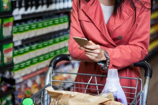 Femme, utilisation, téléphone portable, quoique, achats