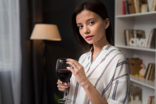 Femme, à, a, verre vin