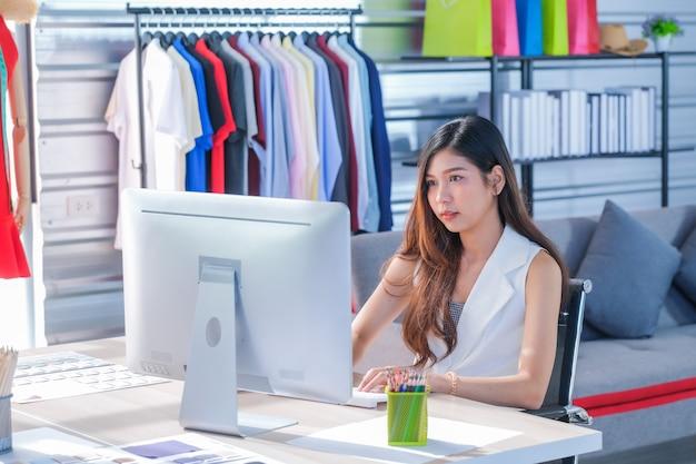 Les femmes asiatiques au travail sont créatrices de mode et tailleurs