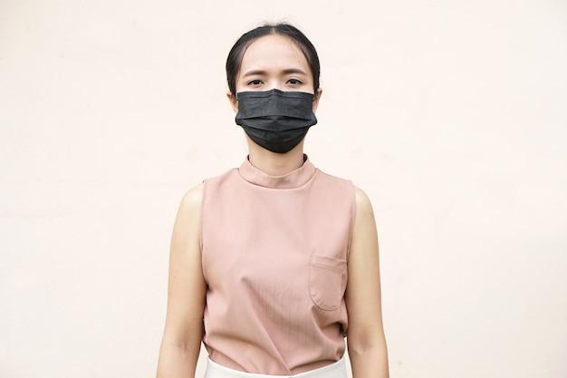 Femmes asiatiques portant des masques pour prévenir le virus corona covid 19