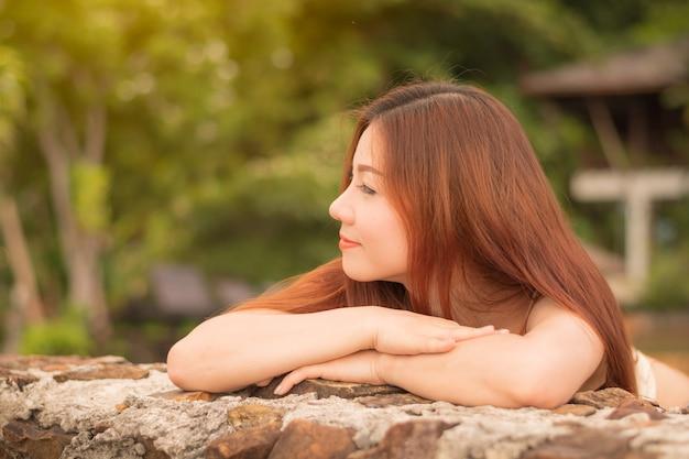 Les femmes asiatiques sont sourires