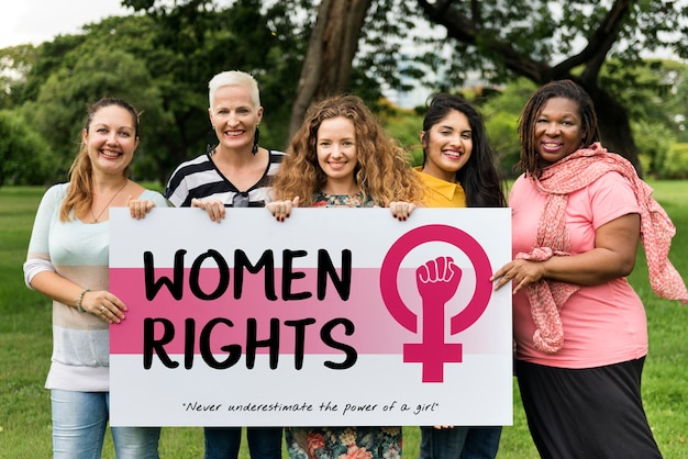 Femmes fille puissance féminisme égalité des chances concept
