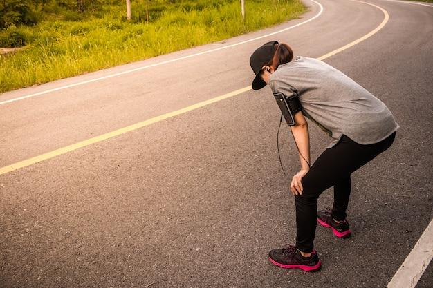 Femmes jogging pour close-up de la santé, concept santé amour.