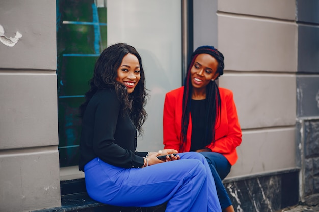 Les femmes noires dans une ville