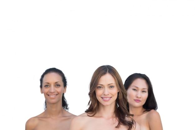 Femmes nues attrayantes naturelles posant