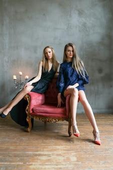 Femmes posant