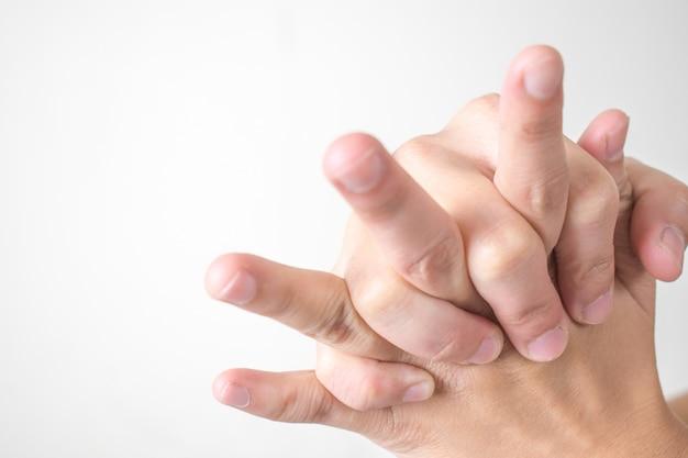 Les femmes ressentent une douleur à la main et au poignet.