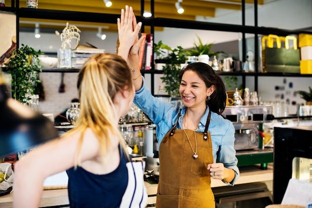Les femmes se donnent cinq bonnes notes
