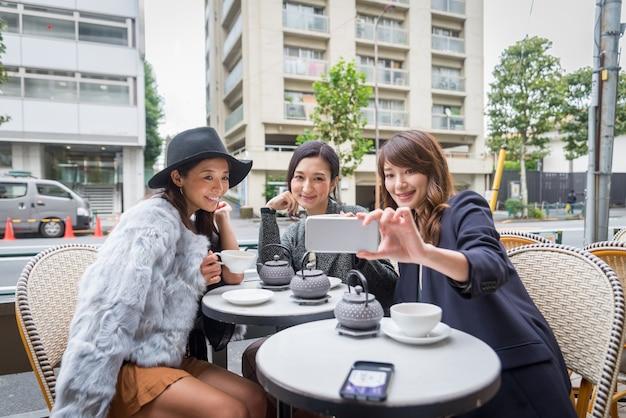 Femmes shopping à tokyo