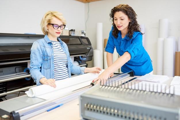 Femmes travaillant dans l'édition